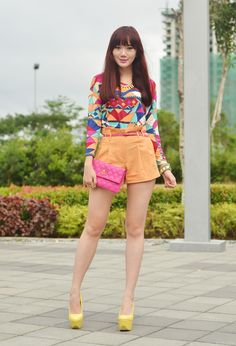 Super love this! Cos Fashion, Female Fashion, Camille Co, Oufits Casual, Corporate Attire, Sweet Style, Short Tops, Beautiful Asian Girls, Asian Beauty