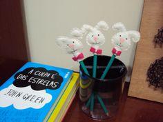 E lá vem a Páscoa... Aprenda a fazer um coelho de feltro Arteiras de Coração - www.arteirasdecoracao.com.br