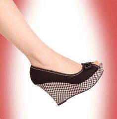 Black polka dot wedges!!!