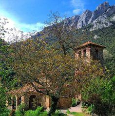 Sigue tus sueños...ellos saben el camino Muy buenos días!! Dos diucas para el Viernes!! Feliz mitad de semana!!  Iglesia Santa María  Lebeña. Liébana. Lugares de nuestra tierruca. #cantabria #cantabriainfinita #cantabria_y_turismo #naturaleza_cantabria #paseúcos #asi_es_cantabria #estaes_cantabria #total_cantabria #rincones_de_cantabria #quetalviajar #igerscantabria #ig_cantabria by laurysomahoz