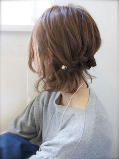 ミディアブボブの、後ろ部分を編み込んだスタイリングがこちら。作りこみ感があまりないのにしっかり可愛い♪