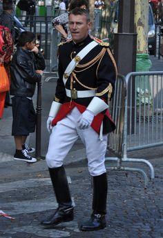 Régiment de Cavalerie de la Garde Républicaine - Gendarmerie Nationale - France Military Photos, Military Men, Military Fashion, Army Costume, Hunter Outfit, Military Dresses, Police Uniforms, Uniform Design, Komplette Outfits