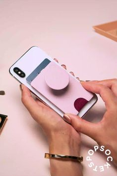 *NEW* PopWallet+ from PopSockets *NEW* PopWallet+ with integrated PopGrip, so you can be matchy matchy 👯 or swap your favorite grip 💗 The possibilities a. Gadgets And Gizmos, Cool Gadgets, Choses Cool, Take My Money, Things To Buy, Stuff To Buy, Iphone Accessories, Christmas Wishes, Inventions