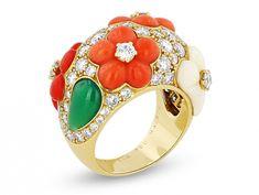 Van Cleef & Arpels Diamond Flower Ring 18K