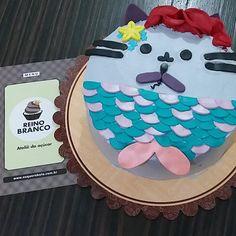 Quando sua amiga pede um bolo que tenha gatos e sereia, o que você faz??? Claro, um gato sereia de cabelo vermelho, igual a ela! 😂😂😂… Mermaid Cat, Birthday Cake, Desserts, Food, Red Hair, Mermaid, Gatos, Tailgate Desserts, Deserts