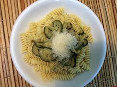 Pasta met courgettes en ui en kaas. ❤️❤️❤️