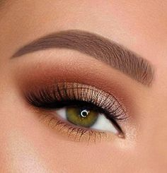 Especially the choice of prom eyeshadow makeup is key. Bright eye makeup will make all external grooming less important. make up bright New prom eyeshadow makeup Ideas in 2020 Metallic Eyeliner, Gold Eye Makeup, Makeup Eye Looks, Natural Makeup Looks, Cute Makeup, Eyeshadow Makeup, Hair Makeup, Eyeshadow Primer, Gorgeous Makeup