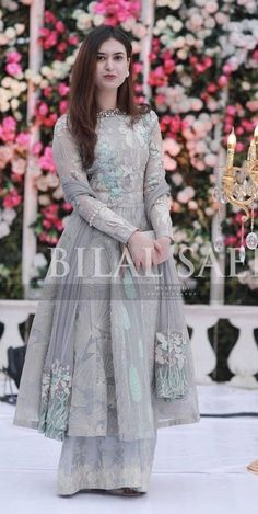 Simple Pakistani Dresses, Pakistani Wedding Dresses, Pakistani Dress Design, Indian Dresses, Stylish Dresses For Girls, Wedding Dresses For Girls, Wedding Outfits, Bride Dresses, Elegant Dresses