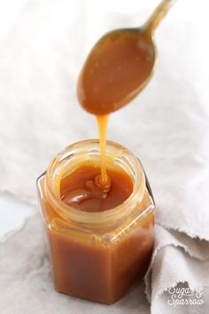 An easy homemade salted caramel recipe that's perfect for drip cakes, drizzling over desserts, making caramel apples, and eating by the spoonful. Caramel Buttercream, Buttercream Recipe, Frosting Recipes, Cake Recipes, Dessert Recipes, Cake Fillings, Cake Toppings, Just Desserts, Delicious Desserts