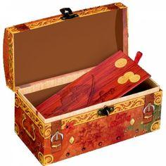 Capt n Sharky - Ensemble de stylos gel, Six crayons gel riches en couleurs dans un coffre aux trésors en carton. Crayons : 13,5 cm       Coffre : 14 x 6 x 7 cmEnsemble de stylos gel, Capt n Sharky, lideecadeauweb, Cadeaux, pirate