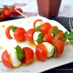 Mozzarella and Cherry tomatoes skewers recipe! Get this easy appetizer or Tapas dish for summer - Spanish Food Recipes