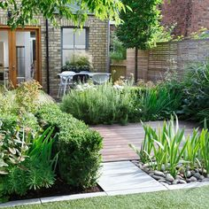 urban garden This is a modern yet classic garden space with lots of greenery and the mixture of decking and floor tiles works together well. Simple Garden Designs, Modern Garden Design, Modern Design, Backyard Landscaping, Backyard Ideas, Backyard Patio, Landscaping Edging, Large Backyard, Backyards