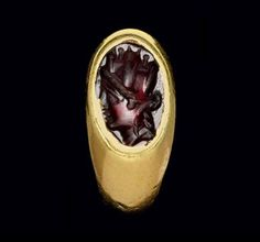A GREEK GOLD AND GARNET FINGER RING LATE HELLENISTIC PERIOD, CIRCA 1ST CENTURY B.C.