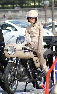 Vintage Motorcycles Video: Keira Knightley straddles Ducati for Coco Chanel - Kaira Knightley on a Ducati 750 Sport for Chanel – Click above to watch the video after the break What does Keira Knightley have to do with Ducat Ducati Motorcycles, Vintage Motorcycles, Lady Biker, Biker Girl, Estilo Keira Knightley, Keira Knightley Chanel, Cafe Racer Mexico, Ducati 750ss, Enduro Vintage