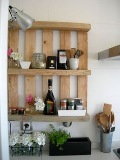 Wood Pallet Projects Recycling Wood Pallets for Handmade Furniture, 15 DIY Projects - Recycling wood pallets is a fun and eco friendly way of making simple and inexpensive handmade furniture and storage shelves for stylish and unusual home decorating Pallet Crafts, Pallet Ideas, Pallet Projects, Diy Crafts, Diy Pallet, Pallet Wood, Pallet Walls, Small Pallet, Diy Wood