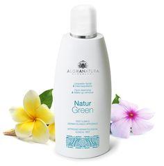 Limpiador facial sin jabón, suave y con ingredientes bio, textura de gel.