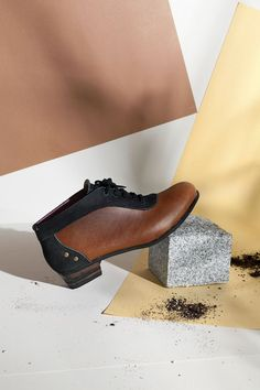 CABOCLO SHOES | artisans from the north-east of Brazil make the leather shoes. Low-scale, hand-made, great design, recycled materials and social responsibility are their main values.