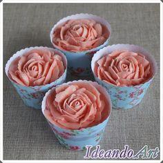 Cupcakes rosas buttercream con wrappers