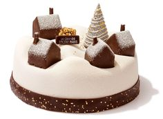 Food trend: our Christmas logs - patisserie Christmas Cupcakes Decoration, Dessert Decoration, Christmas Desserts, Christmas Baking, Christmas Cakes, Holiday Cakes, Yule Log, Salty Cake, Savoury Cake