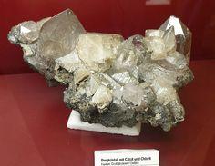 Bergkristall, Calcit und Clorit