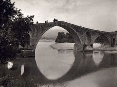 Bridge at Arta, Greece. A very sad story regarding this bridge that it wouldn't hold and the engineer had to bury his wife to the foundation in order for it to hold. Το γεφύρι της Άρτας, 1913 Πηγή: www. Athens Acropolis, Parthenon, Ottawa, Magnified Images, Greek History, Frederic, Old Photos, Greece, Black And White