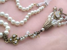 Wonderland Key  Pearl strand necklace with rhinestone von LaCamelot