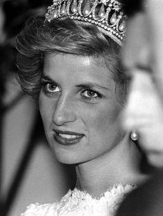 November 10, 1985: Princess Diana attends a banquet at the British Embassy in Washington, D.C., USA.