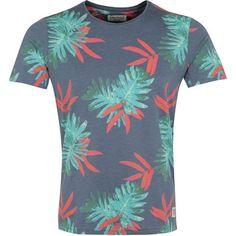 Cooles T-Shirt in Dunkelblau von Jack & Jones. Das tolle T-Shirt setzt auf einen stylischen Print, um Dich mit auf eine Reise in die Südsee zu nehmen. Ab 14,90 €