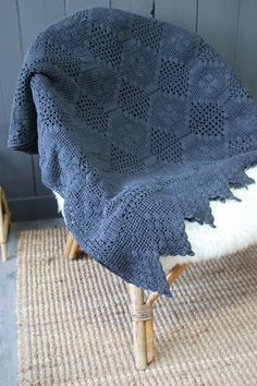 Image of Plaid crochet gris ardoise.