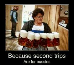 I was at Oktoberfest in Munich, And I still wonder how those women carried all that beer, that many mugs. Funny Images, Funny Photos, Server Life, Alcohol Humor, Esfj, Beer Humor, Beer Memes, Dankest Memes, Funny Captions