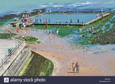 Download this stock image: Broadstairs, Kent, England, UK. Tidal seawater swimming pool on the beach, revealed at low tide - DB1J93 from Alamy's library of millions of high resolution stock photos, illustrations and vectors.