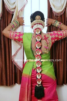 Are you looking for poo jadai alangaram design for your wedding? Poo jadai designs is very famous in south indian wedding and seemantham or baby shower. South Indian Wedding Hairstyles, Bridal Hairstyle Indian Wedding, Bridal Hairdo, South Indian Weddings, Indian Bridal Makeup, Indian Bridal Fashion, Indian Hairstyles, South Indian Hairstyle, Bridal Sarees South Indian