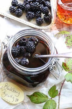 Moonshine Recipes Homemade, Homemade Juice Recipe, Blackberry Brandy Recipes, Blackberry Bramble, Fruit Plus, Cordial Recipe, Jam And Jelly, Liqueur, Deserts