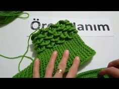 Krokodil Bot Booties – Zekiye Kireçkaya – Join the world of pinLearn How to crochet for beginner models, crochet models, crochet samples tutorial FlowersThis Pin was discovered by Ahm Crochet Doily Rug, Crochet Slipper Pattern, Crochet Baby, Free Crochet, Crochet Stitches Patterns, Baby Knitting Patterns, Crochet Monokini, Crochet Leg Warmers, Crocodile Stitch