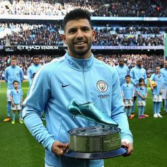 Sergio Aguero of Manchester City collects his award prior to the Premier League match between Manchester City and Arsenal at Etihad Stadium on November 2017 in Manchester, England. Get premium, high resolution news photos at Getty Images Manchester City Wallpaper, Sergio Aguero, Zen, City Information, Kun Aguero, Go Blue, Blue Gold, Football Pictures, Premier League Matches