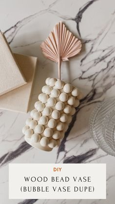 Easy Diy Crafts, Diy Craft Projects, Home Crafts, Diy Home Decor, Small Plant Stand, Decorative Vases, Vases Decor, Cool Diy, Wooden Beads