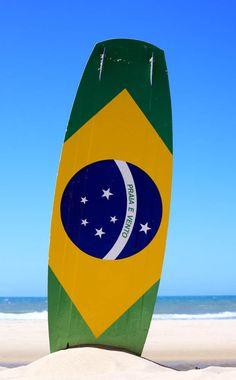 "brazilwonders:  Brazilian flag painted on a kite surf board with ""praia e vento"" (beach and wind) instead of ""ordem e progresso"" in Prainha beach near Fortaleza, Ceará (by Franck Camhi)"