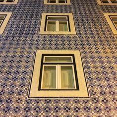 #ajulejos #building #block #artwork #handcrafted #eurotrip #ig_lisboa #ig_lisboa_ #ig_europe #igersportugal #windowporn #perspective #symmetry #portugal_em_fotos #tipsfortrips #travelgram #instago #tileaddiction #tiles by alexandercorvin