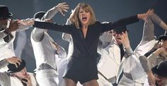 Taylor Swift premiata ai Brit Awards 2015
