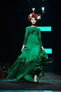 The best dresses at Vietnam Fashion Week 2015 - Related news - 3/20/2015 - VietnamNet English