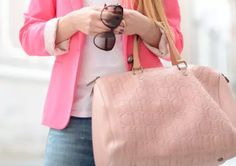 Love this Carolina Herrera bag¡ Pink Perfume Carolina Herrera, Ch Carolina Herrera, Fashion Mark, Pink Fashion, My Bags, Purses And Bags, Hot Pink Blazers, My Style Bags, Zapatos Shoes