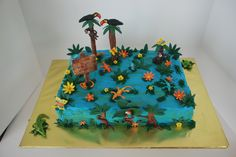Rainforest cake with lizards, monkeys, toucans, and an crocodile.