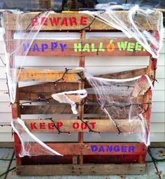 halloween painted pallets | Spooky pallet sign for Halloween Created by Andrea bond
