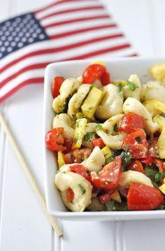 A Passionate Vegetarian Tortellini Salad with Red Wine-Feta Vinaigrette by Jennifer Leal I Love Food, Good Food, Yummy Food, Tasty, Risotto, Tortellini Salad, Pasta Salad, Cooking Recipes, Healthy Recipes