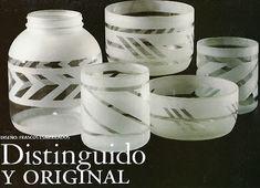 Aprende cómo hacer pintura esmerilado para decorar en vidrio ~ Haz Manualidades Sandblasted Glass, Recycled Bottles, Dremel, Bottle Crafts, Handmade Crafts, Glass Bottles, Decoupage, Projects To Try, Crafty