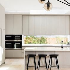 The Best Way To Incorporate Contemporary Style Kitchen Designs At Home Kitchen Dinning, Home Decor Kitchen, New Kitchen, Home Kitchens, Kitchen Ideas, Kitchen Rustic, Small Kitchens, Kitchen White, Kitchen Small