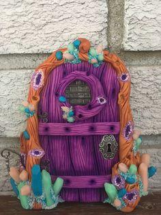 Magic Crystal Fairy Door. Polymer Clay Ornaments, Polymer Clay Jewelry, Sculpture Clay, Sculptures, Fairy Tree, Fairy Doors, Polymer Clay Creations, Fairy Houses, Fairy Gardens
