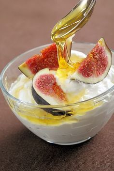 Honeyed Figs with Yogurt is a yummy and nutrient-rich recipe! Try it for breakfast or a healthy snack.