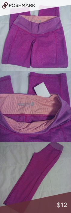 🌼 Old Navy Active Fitted Yoga Capri Pants EUC Pink & purple yoga Capri pants are in excellent condition! No rips, tears or stains. Internal back pocket. Old Navy Active brand in size XS. Old Navy Pants Capris