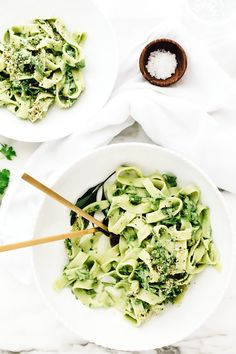 Vegan Green Goddess Pasta | Ribbons of pasta are tossed in a creamy sauce made by blending cooked cauliflower, tarragon, parsley, chives, garlic, etc.